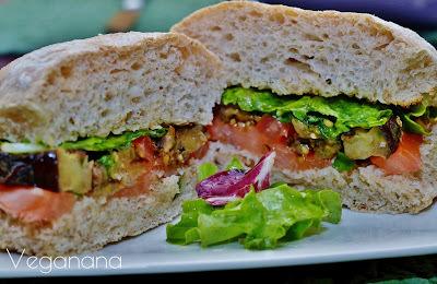 Sanduíche de Berinjela e Tomate