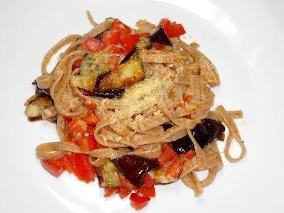 "BERINJELA - Talharim com molho de berinjela e tomate + Antepasto  ""Grego""..........."