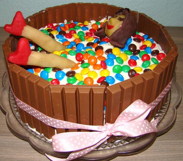 bolo com chocolate kit kat