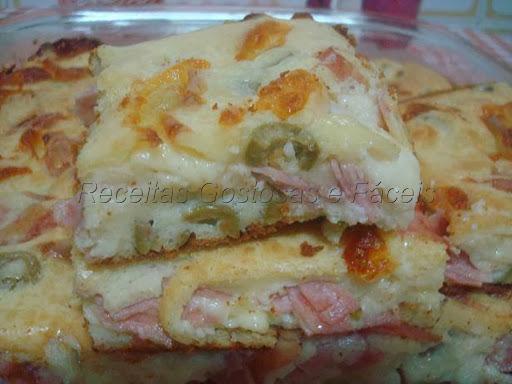 de torta de frango com presunto e queijo