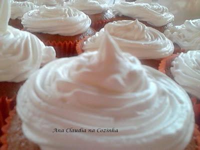 Cup Cake de Baunilha com Recheio de Doce de Leite