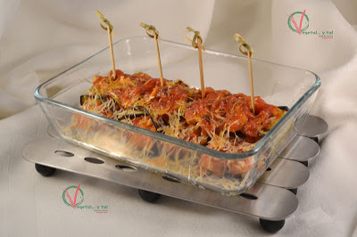 Rollitos de berenjena con patatas y aceitunas