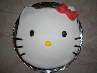 Hello Kitty torta csokis meggyes ízesítéssel