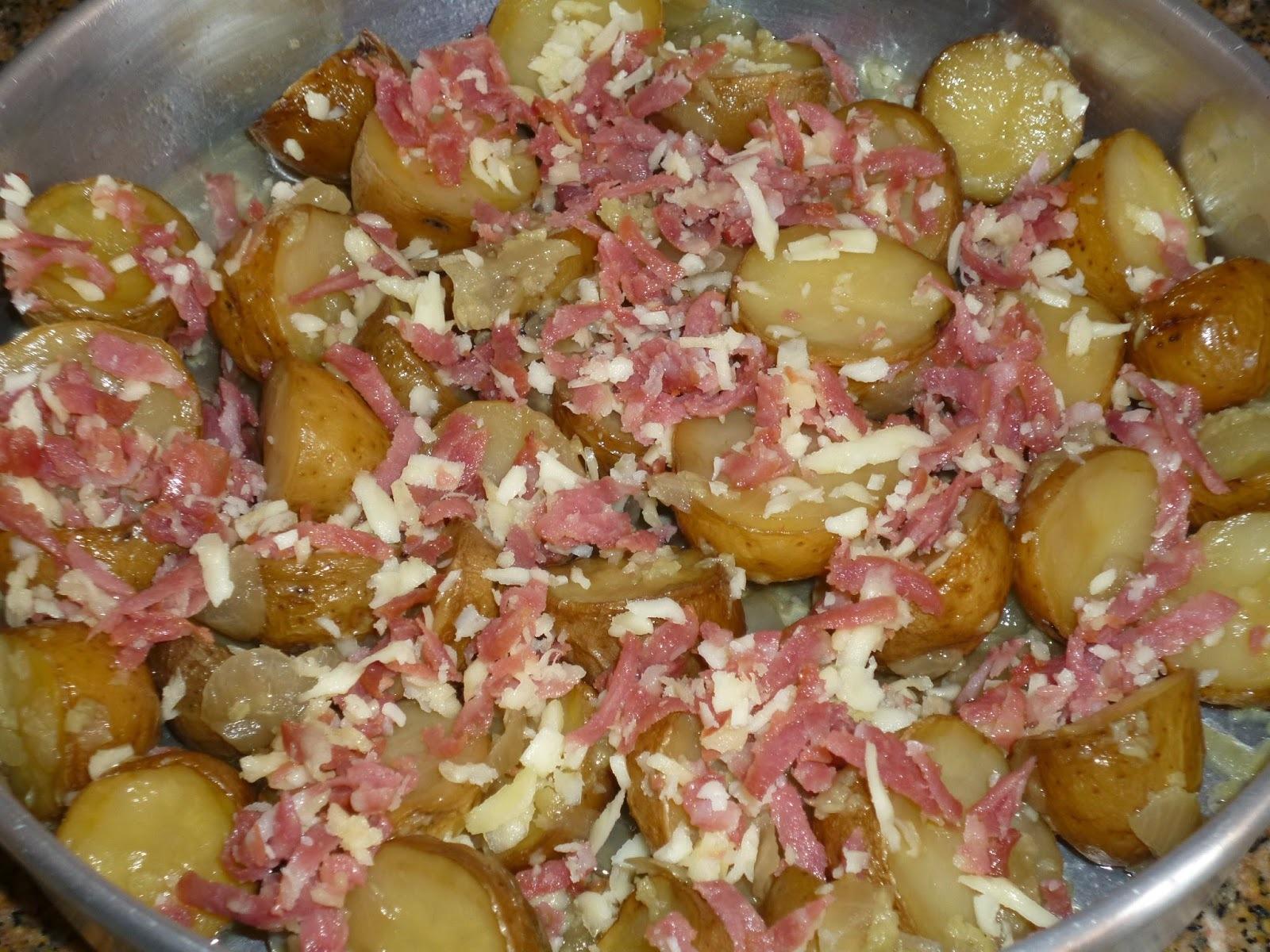 bolinho de frango com batata e farinha de rosca ao fôrno
