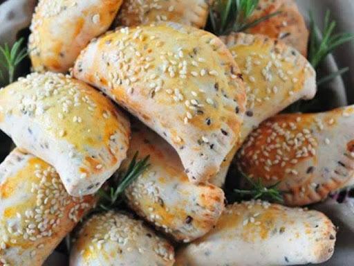 Empanada integral de frango com catupiry