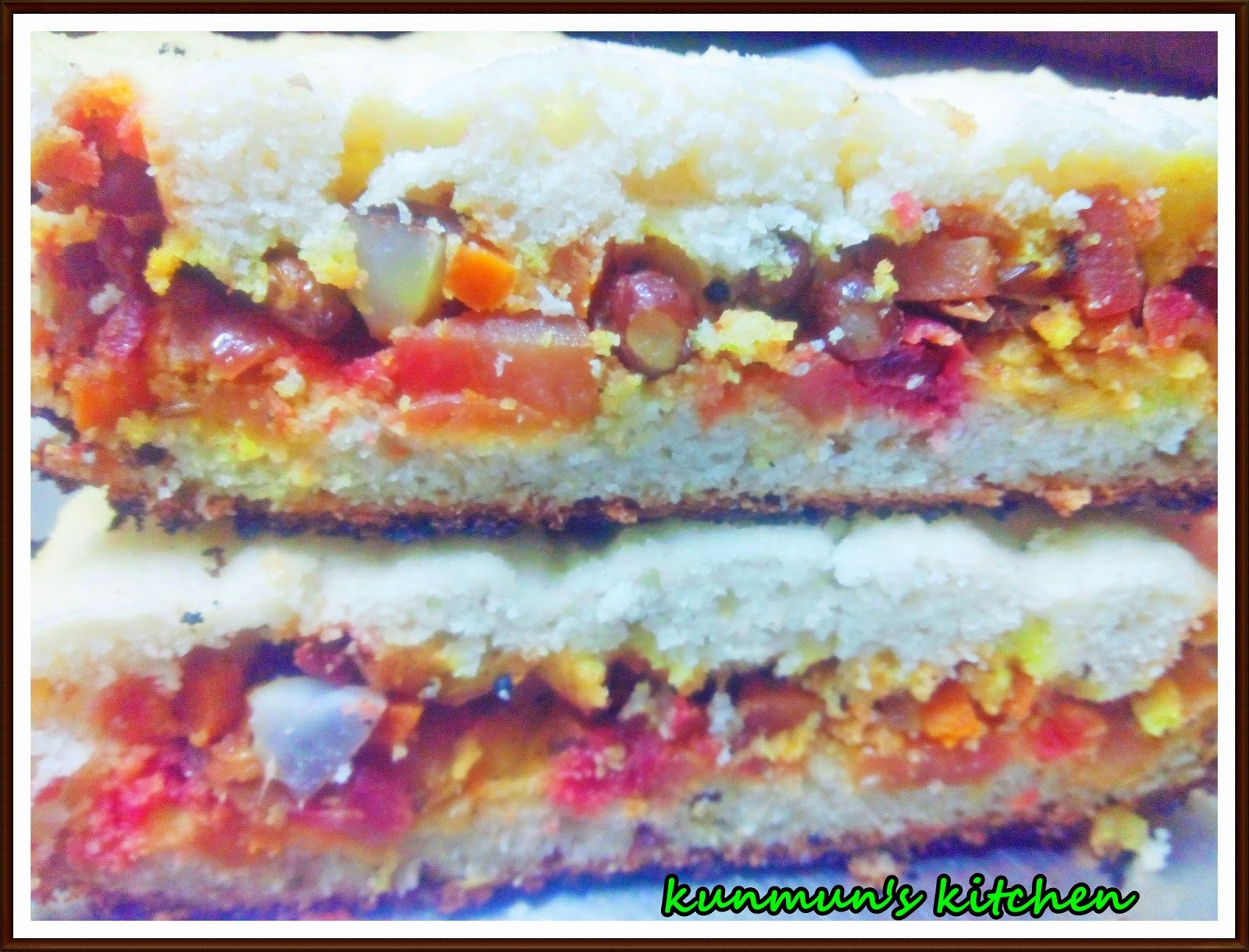 Pariba Pura dia Luni Biri Poda Pitha (Black gram Baked Cake with Vegetable stuffing)
