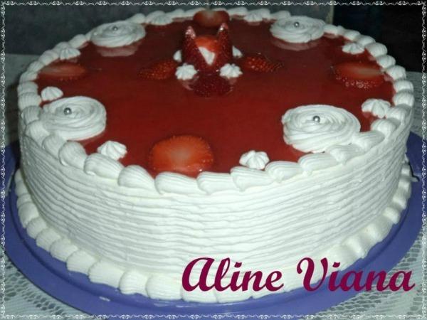 Bolo de morangos com chantilly: Aline Viana
