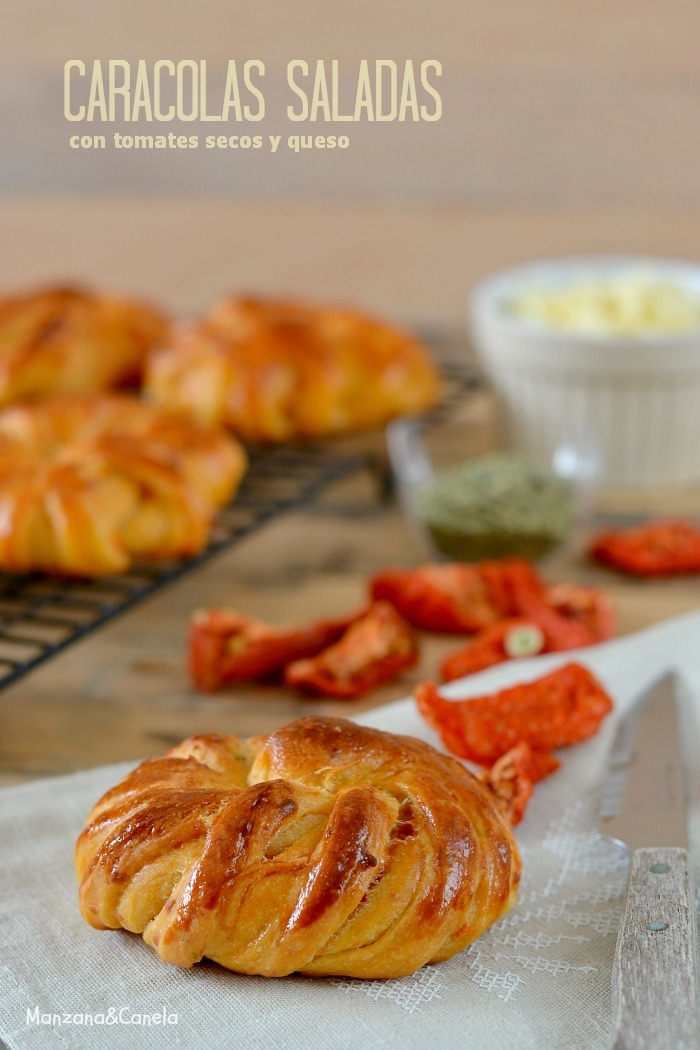 Caracolas saladas de tomates secos y queso (taller de pan casero con Webos fritos)
