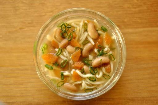 Fazuľová polievka s domácimi rezancami