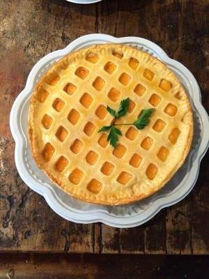 Torta de pernil com creme de damasco