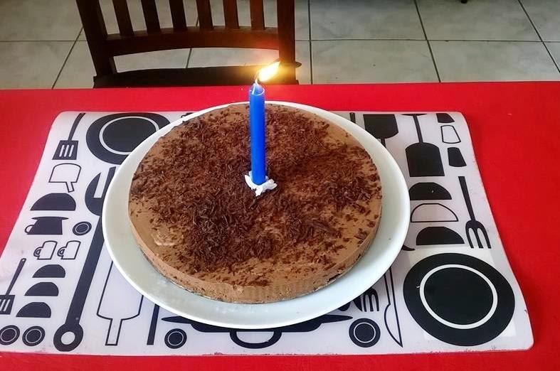 Torta chocolatosa para un cumple feliz