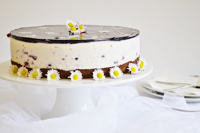 Jogurtova torta z  ciernych ribezli s malovanym zele