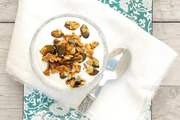 granola con especias y pipas calabaza caramelizadas