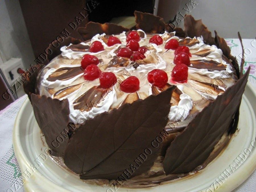 Torta com Recheio de Leite Ninho e Ganache