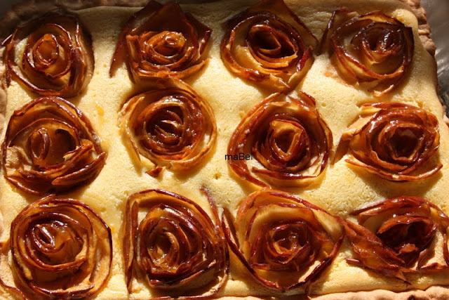Tarta de ricotta y rosas de manzanas