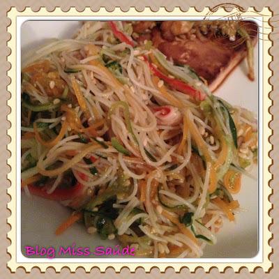Salada Oriental com bifum