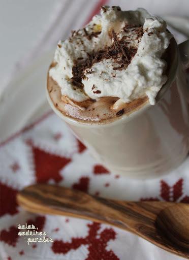 chocolate quente cremoso com chocolate meio amargo e doce de leite e creme de leite
