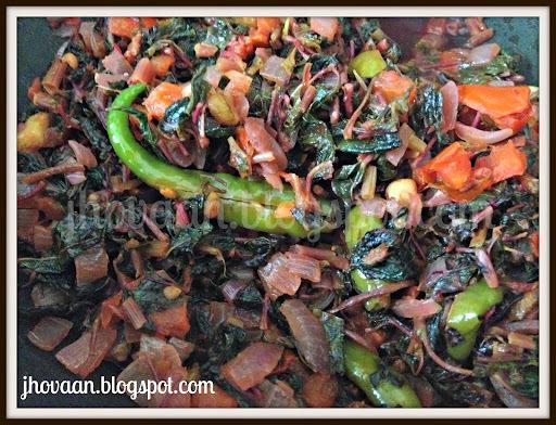 Recipe : Tamdi Bhaji / Laal Bhaji / Red Amaranth Greens - Vegan