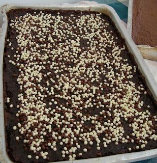bolo de chocolate com calda de chocolate