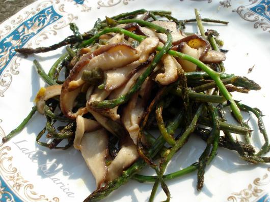Divlje šparoge sa shiitake gljivama :: Wild asparagus with Shiitake mushrooms