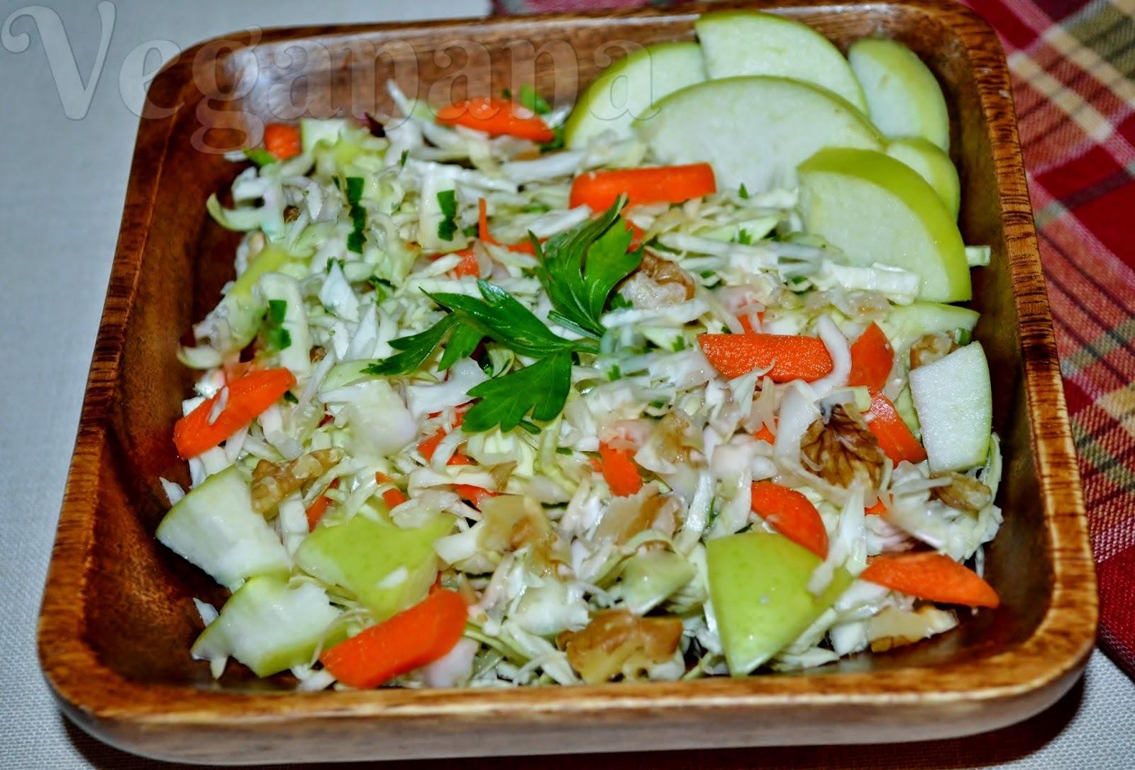salada crua de repolho com frutas