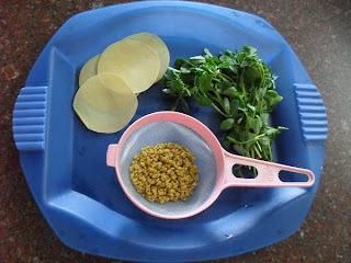 Methi Paapad - Fenugreek Gravy With Paapads