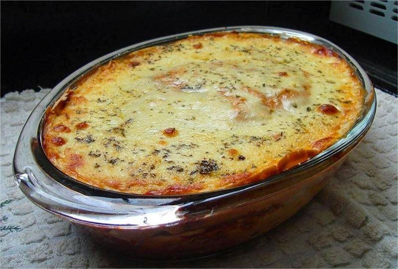 Lasanha vegetariana de massa de crepes com ricota