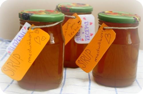 """Domácí meduňkový sirup """"lék"""" - uklidnění a vzpomínka na dětství"""