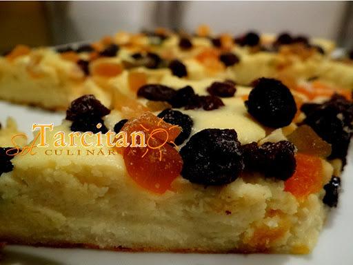torta de ricota doce com frutas cristalizadas
