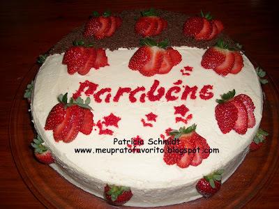 de recheio de bolo de aniversario brigadeiro e morango
