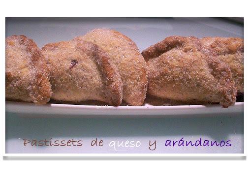 PASTISSETS DE QUESO Y ARÁNDANOS