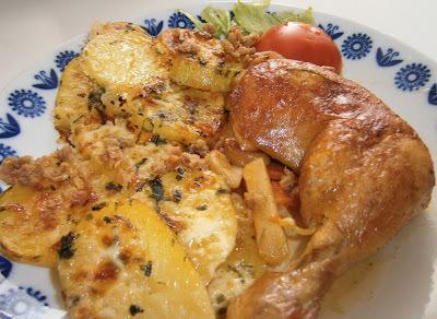 Horec zemiaky a pečené stehná na zelerovo-cesnakovom masle