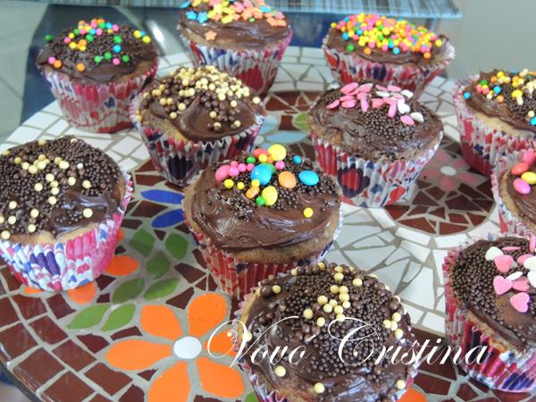 cupcake com massa de bolo pronta