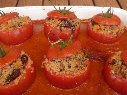 Paradajky plnené kuskusom vo fantastickej paradajkovej omáčke