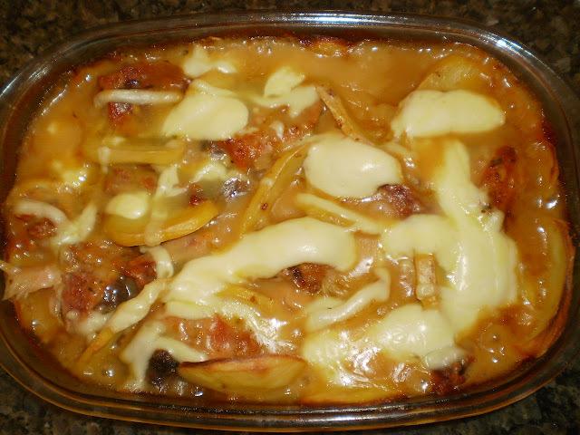 Frango assado com batatas e requeijão cremoso