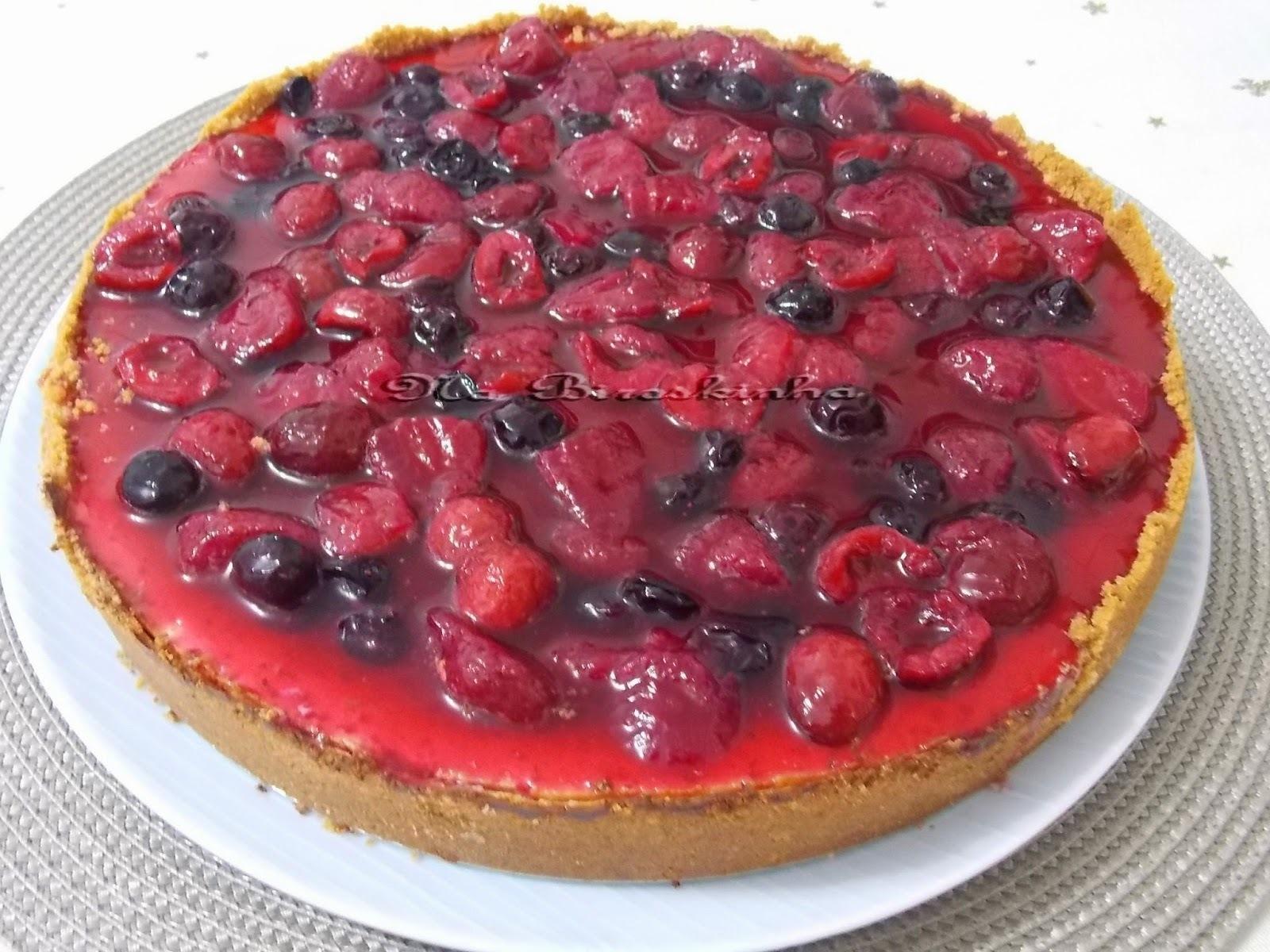 Cheesecake de Ricota e Iogurte com Calda de Frutas Vermelhas