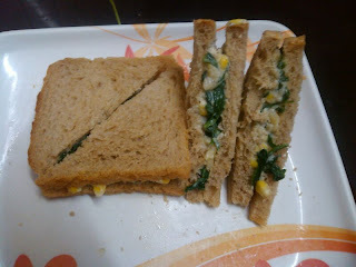 Corn and Spinach Sandwich in White Sauce