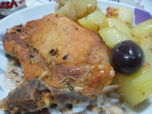 bisteca de porco cozida e assada