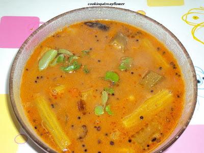 Varutharacha sambar/Sambar with fried coconut