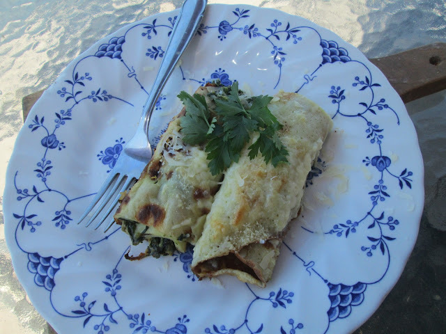 Spinachs  and parmesan filling crepes