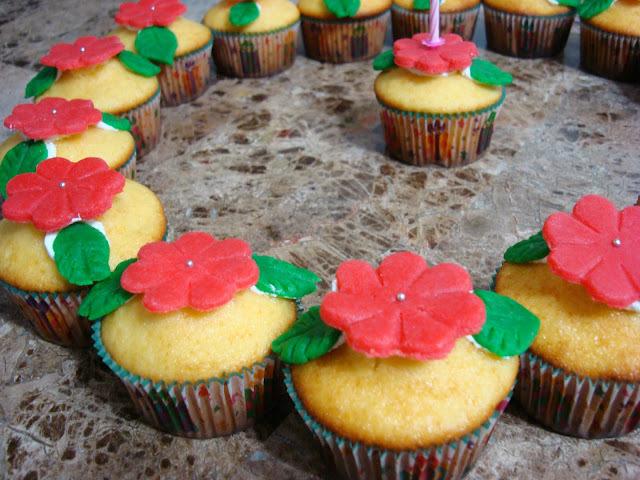 Cupcakes de baunilha com recheio