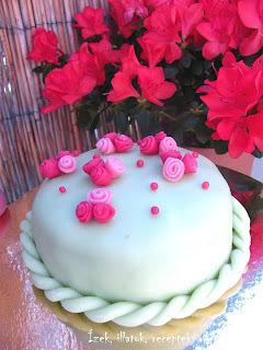 Citromkrémes mini torta marcipán bevonattal