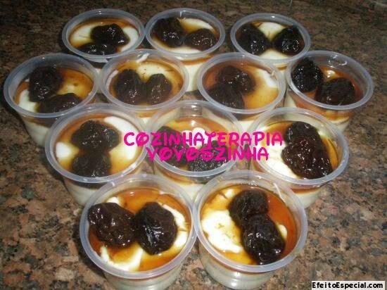Manjar branco light com calda de ameixa
