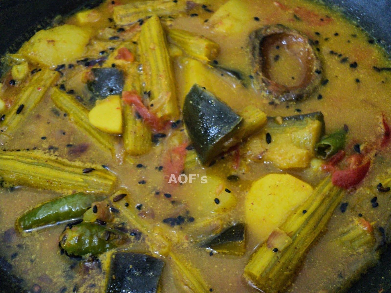Chuin-Saru-Baigana Tarkari (Drumstick-Taro-Eggplant curry)