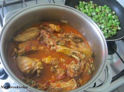 como dourar a galinha na galinhada