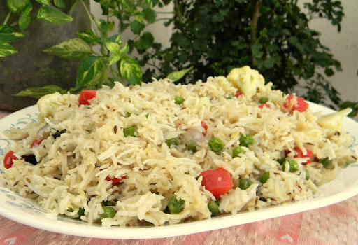 Simple Veg Pulao / Rice Cooked With Vegetables