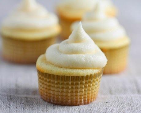 Cupcakes de coco con cobertura de vainilla