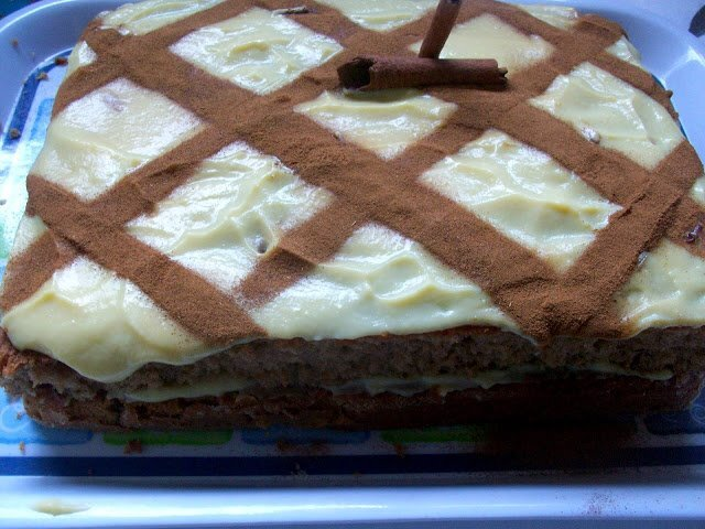 bolo indiano com farinha de rosca e canela e farinha de trigo