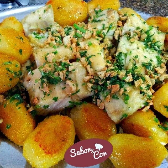 Bacalhau Assado com Batatas Regado com Alho e Salsa no Azeite