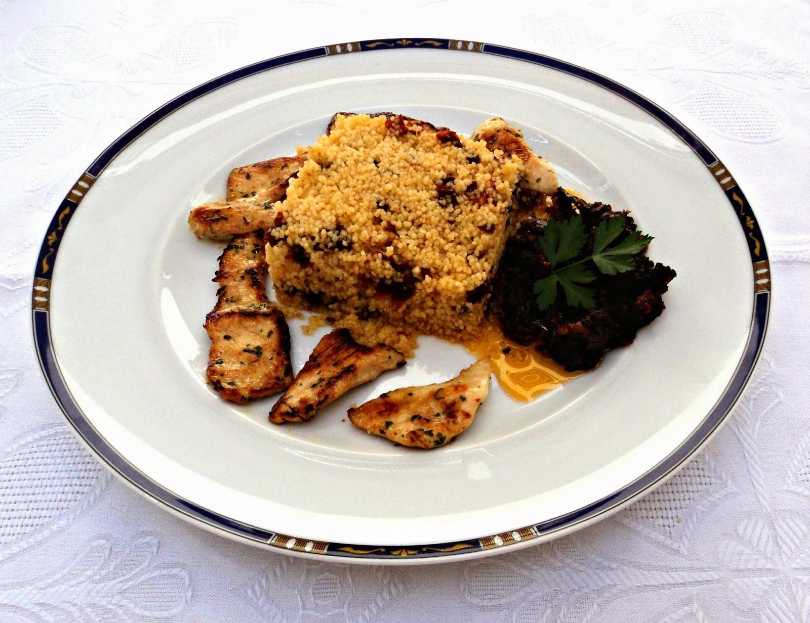 Pollo marinado con salsa de tomates secos